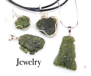 Jewel with moldavites